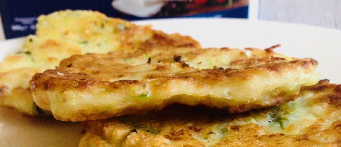 placki z cukinii z serem feta