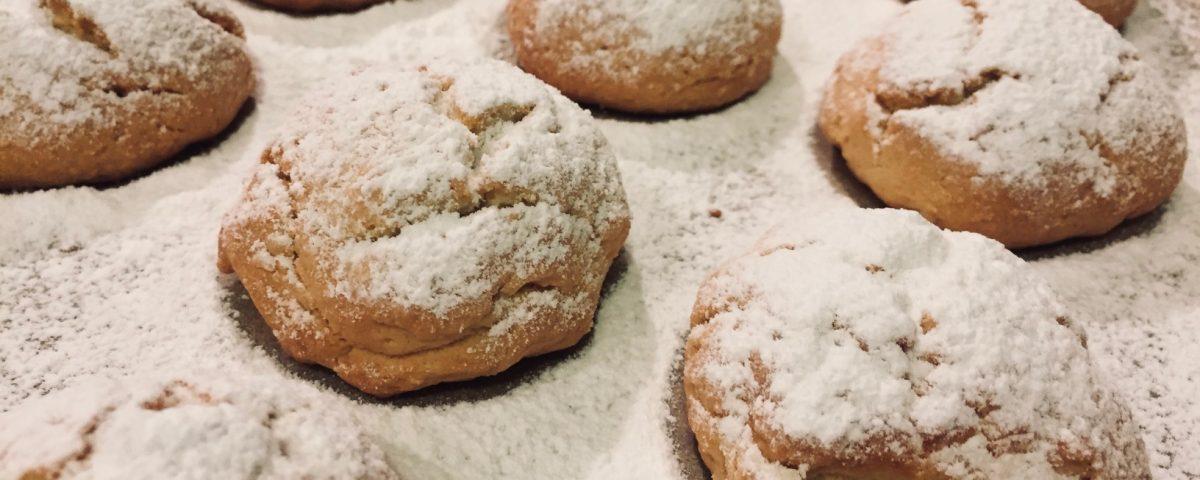 kourabiedes greckie ciasteczka maślane migdałowe